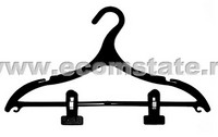 Hanger for outerwear with clips